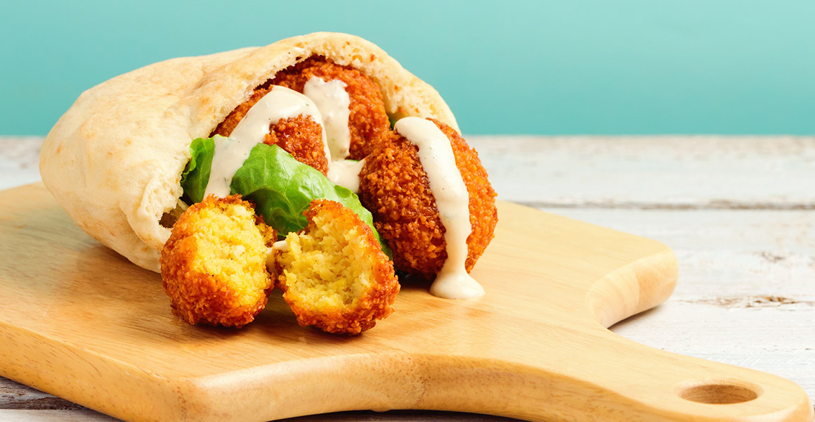 Falafel con yogurt