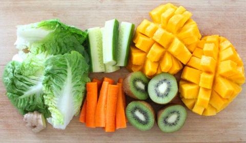 Los primeros ingredientes del baby led weaning como zanahoria, calabacín y fruta