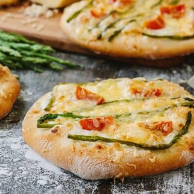 Mini pizzas caseras de verduras